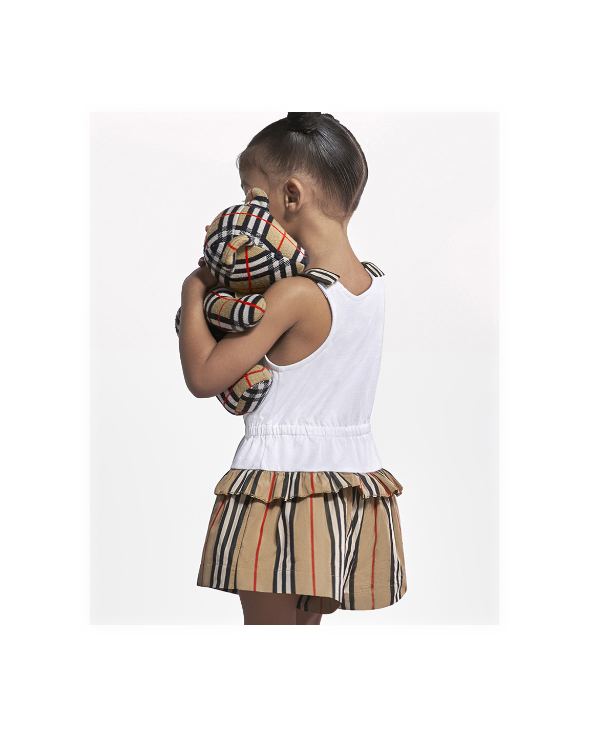 M 2021 ss21 childrenswear campaign infant girl look 1 cropped 02