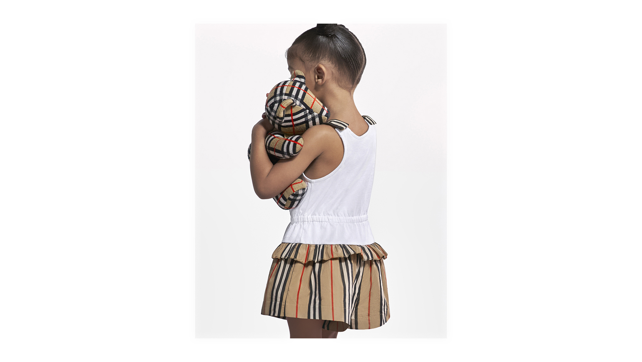 D 2021 ss21 childrenswear campaign infant girl look 1 cropped 02