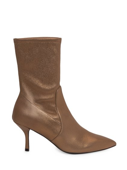 Yvonne Boots image